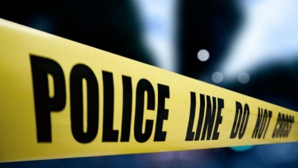 Dy të plagosur nga sulmi me armë në një pompë në Viti