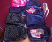 Foto lajm: Dani edhe sivjet dhuroi 10 komplete me pajisje shkollore