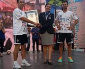 Agim dhe Leotrim Agushi thejnë rekordin Guinness në goditjen e topit me kokë në çift