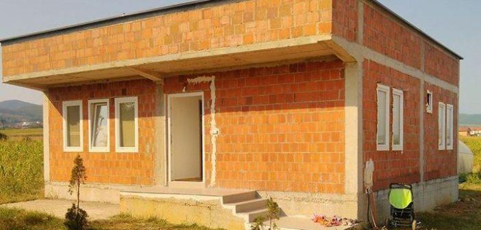 Familja e Nexhmedin Ymerit u bë me shtëpi të re nga solidariteti