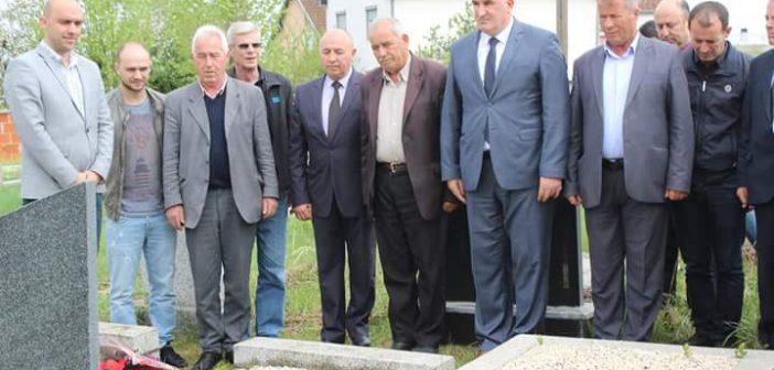 Kryetari Haliti përkujton ish-deputetin Hysni Salihu